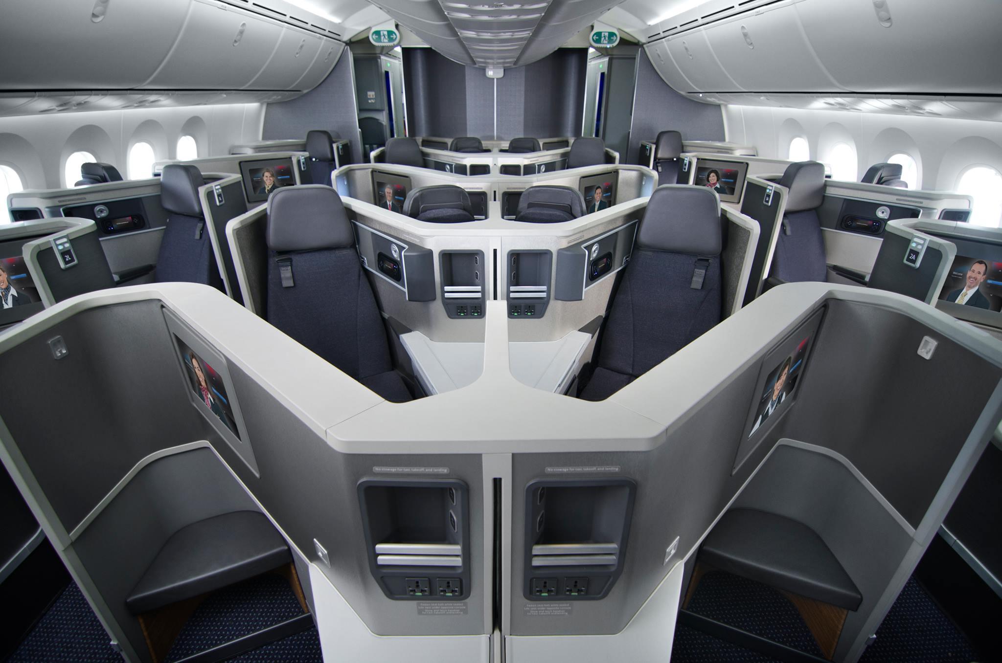 La llegada del nuevo b787 8 de american airlines a ezeiza for Interior 787 avianca